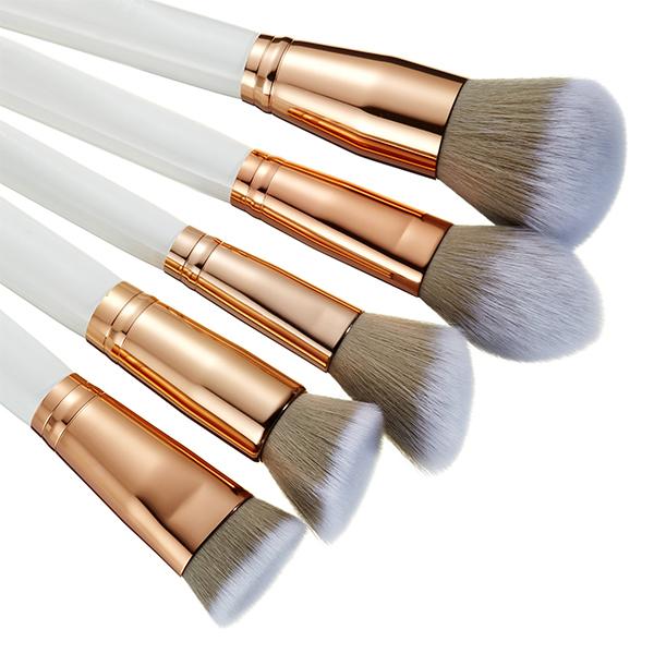white makeup brush